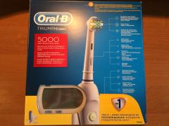 Electric toothbrush Oral-B triumph 5000, 7 tips